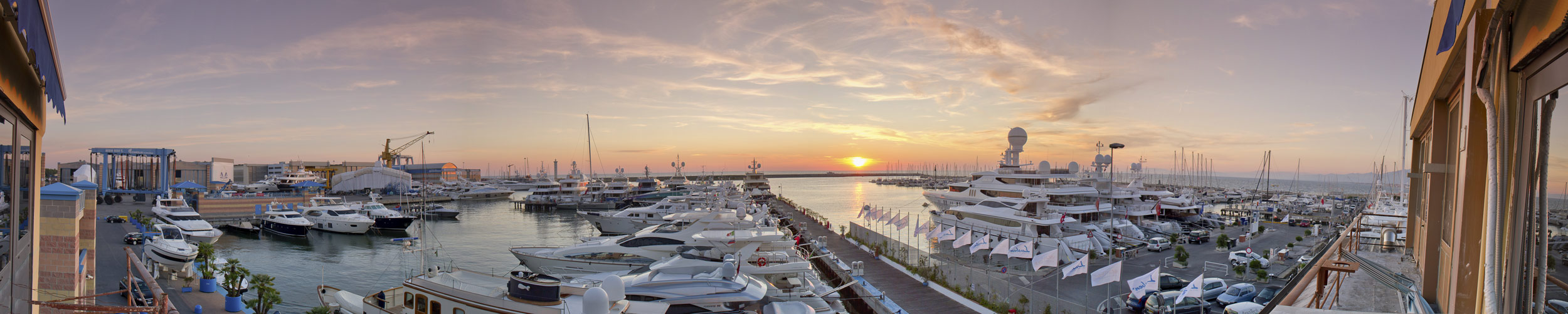 panoramica sul porto di Viareggio